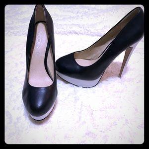Aldo Black and White Leather Platform Heels!